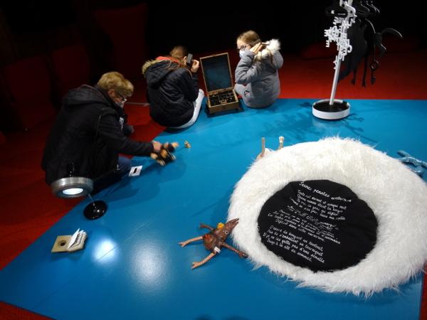 Scénotopic Exposition itinérante Trouillomètre-zéro Module-Plateforme-des-imaginaires-nocturnes